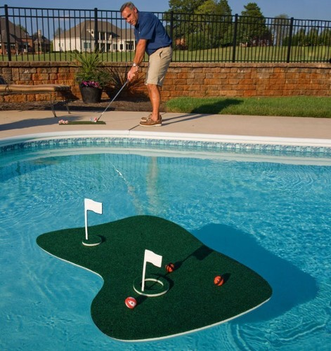golf training aid product pool side chipping practice (1)